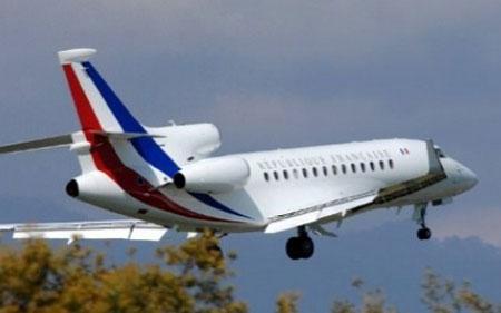 Máy bay chở tân Tổng thống Pháp bị sét đánh trên đường đi Đức